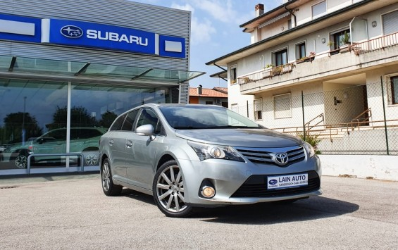 TOYOTA Avensis 2.2 D SW Lounge Cambio Automatico